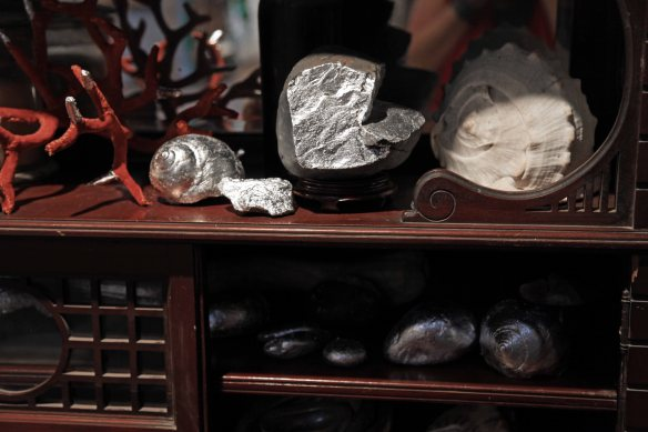 cabinet_detail_silver