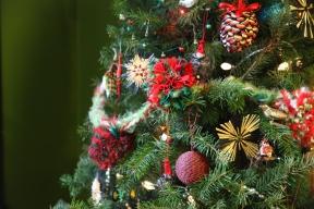pom-pom ornament